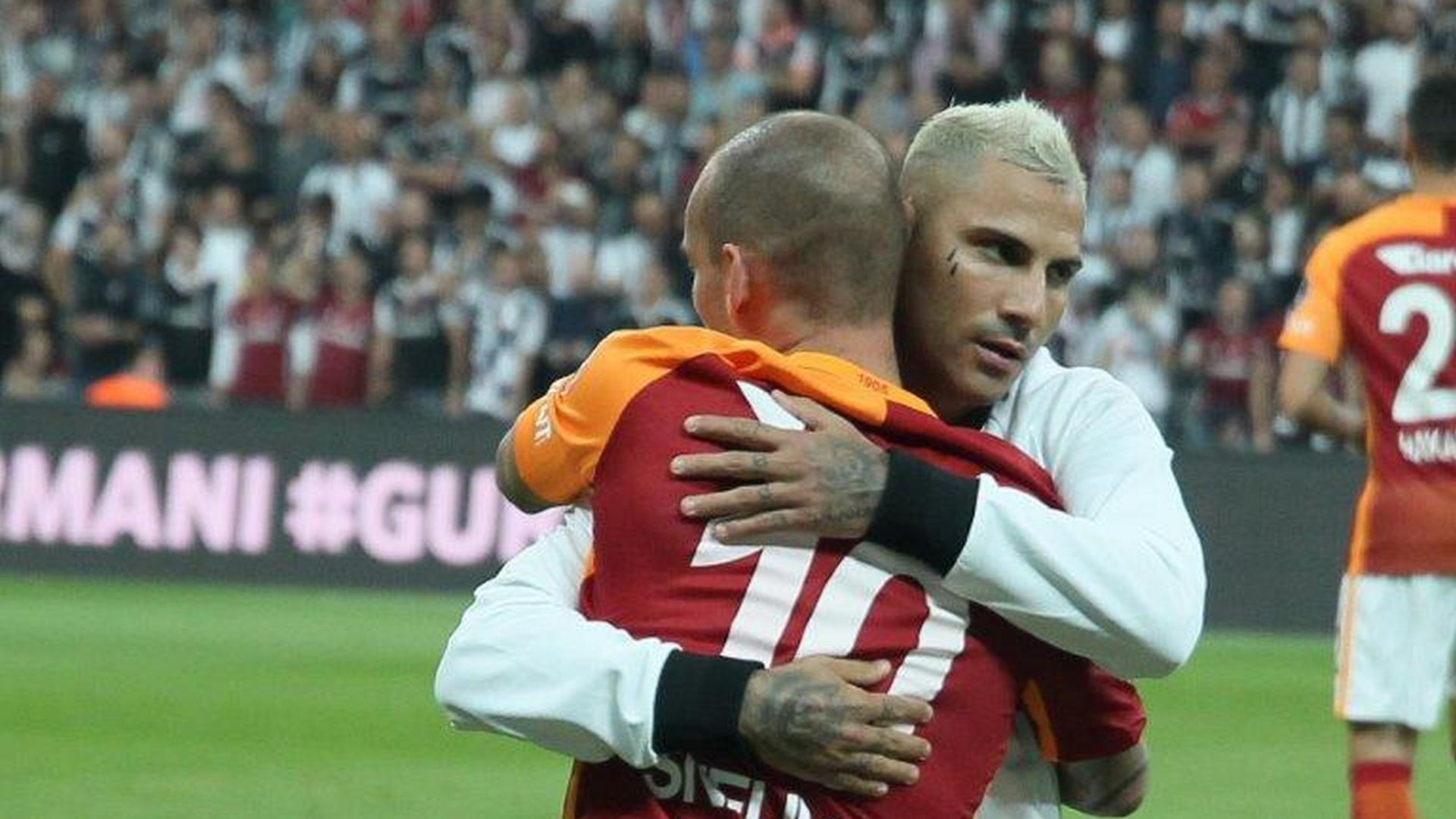 Sneijder zirvede, Quaresma takipte!