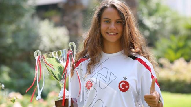 Triatlonda şampiyonluk yine İzmir'in