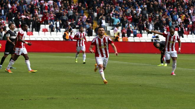 Sivasspor'dan kritik 3 puan!