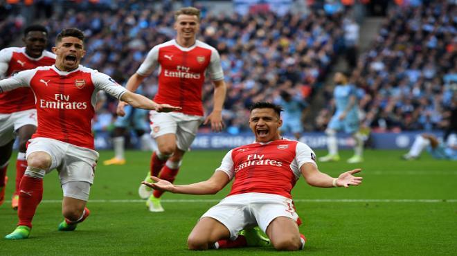 Arsenal finalde! Rekor geldi!