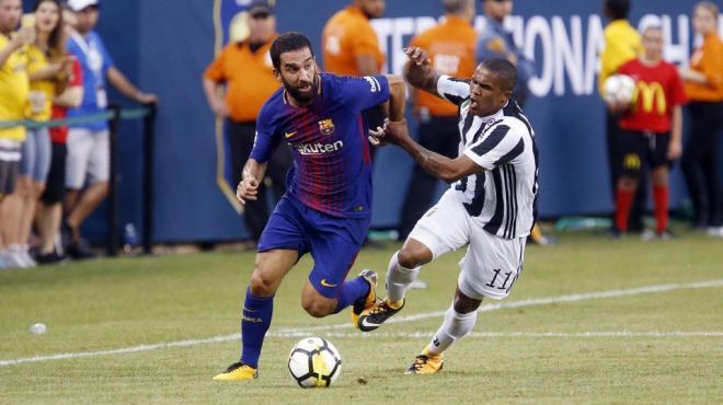 Barcelona, Juventus'u devirdi