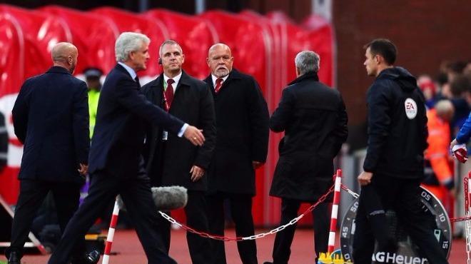 """Böyle aptalca..."" Mourinho sinirlendi, elini sıkmadı!"