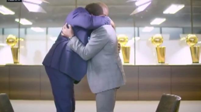 Video - NBA'in iki efsanesi Magic Johnson ile Isiah Thomas yıllar sonra bir araya geldi