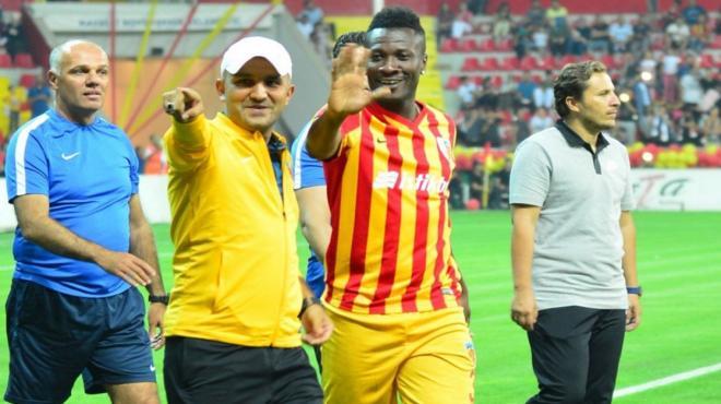 Video - Asamoah Gyan'dan para, kariyer, Beşiktaş ve Galatasaray sözleri!
