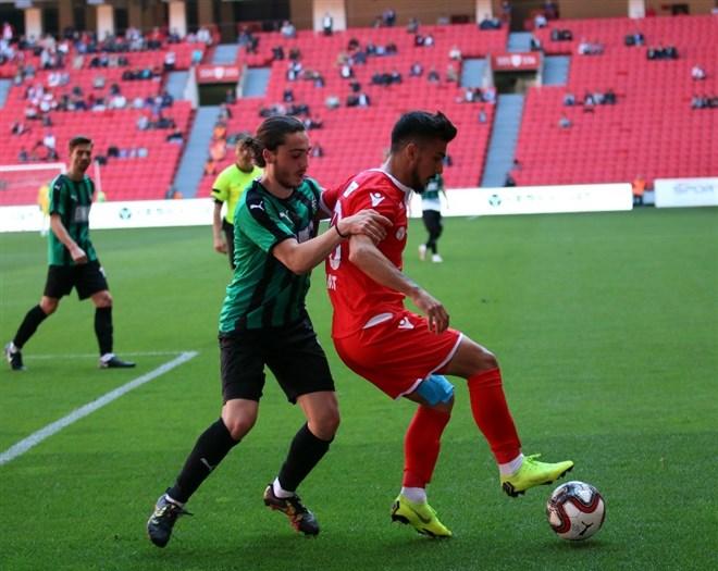 Samsunspor, sahasında karşılaştığı Sakaryaspor'u 3-0 yendi
