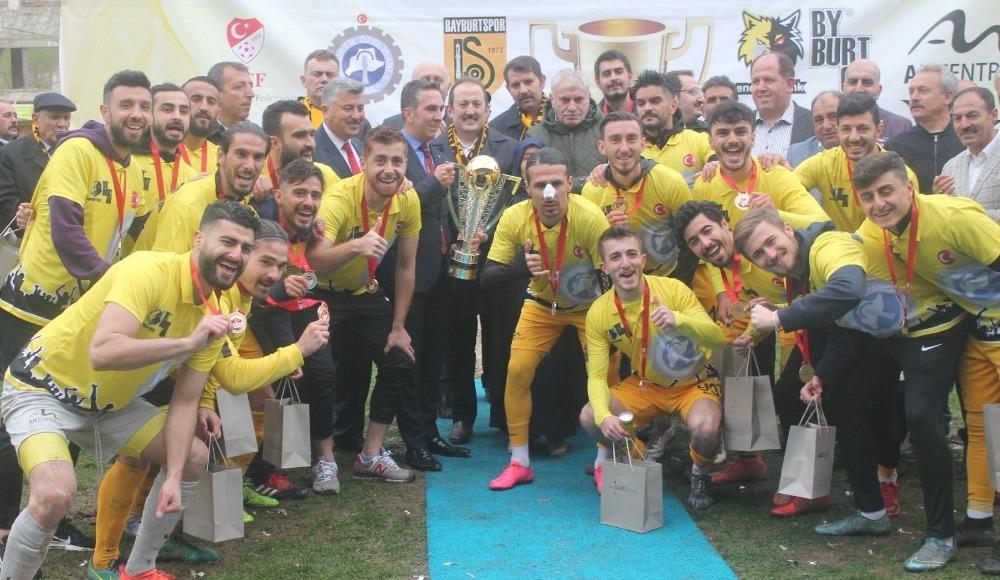 Bayburt İl Özel İdare şampiyonluk kupasını aldı