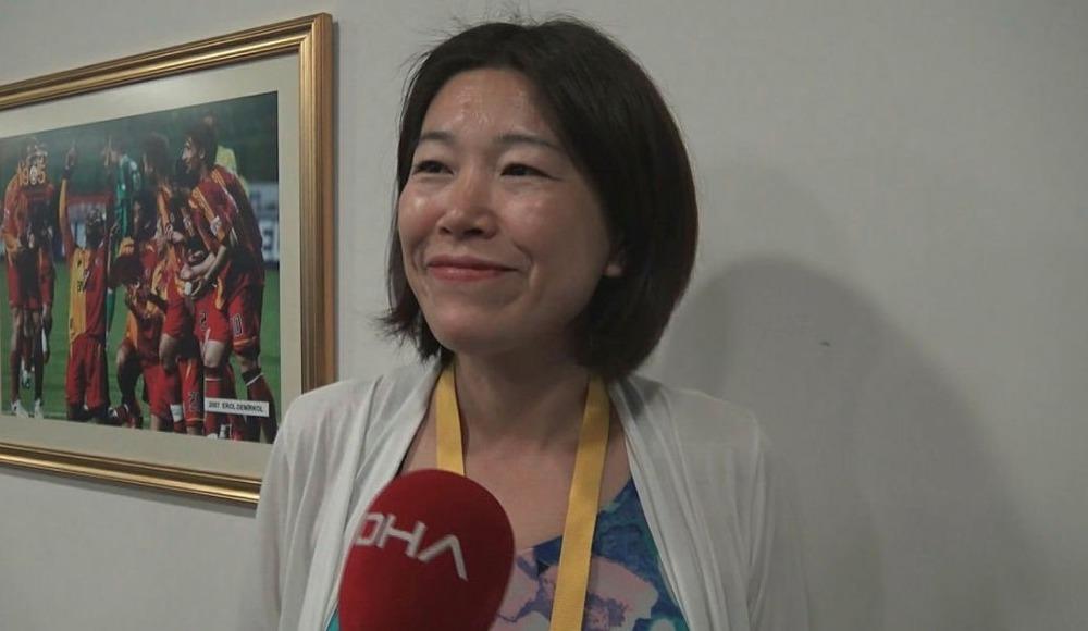 Derbide İstiklal Marşı'nı okuyan Japon gazeteci ilgi gördü!