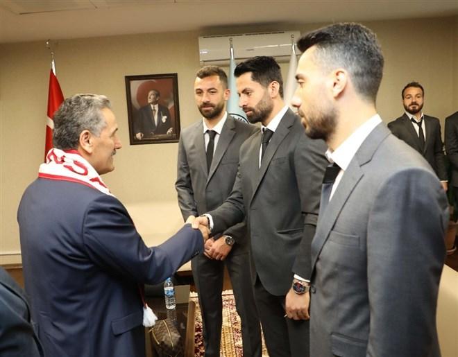 """Vali Kaymak'tan Samsunsporlu futbolculara: """"İnananlar başarır"""""""