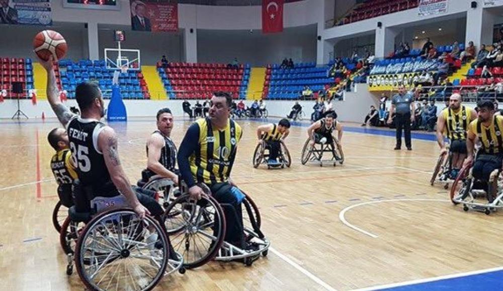 Beşiktaş derbide Fenerbahçe'yi 74-73 yendi