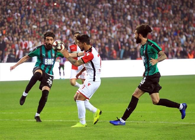 Sakaryaspor yarı finale yükseldi