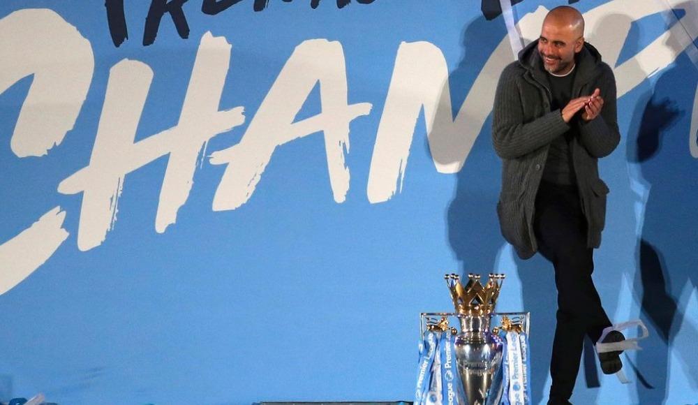 Pep Guardiola, Premier Lig'de yılın menajeri seçildi.