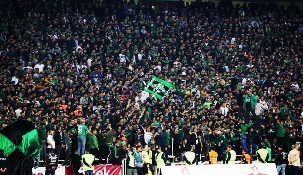 Sakaryaspor, sahasında Sarıyer'i 4-0 ile geçti