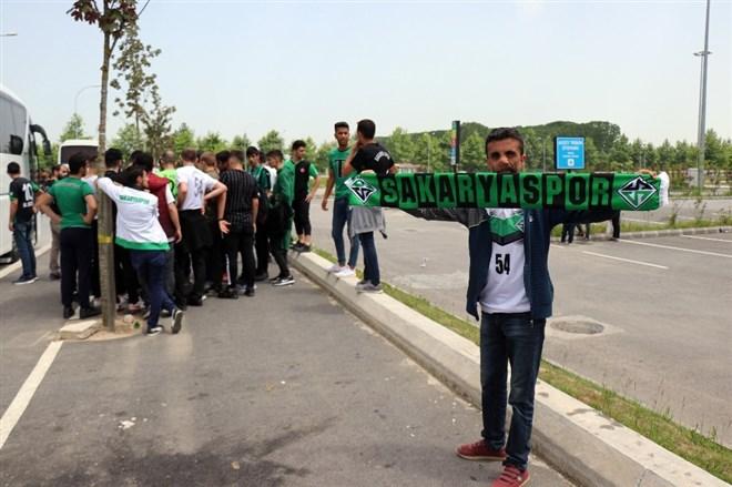 1. Lig yolunda Sakaryalı 25 bin taraftar Bursa'ya akın etti
