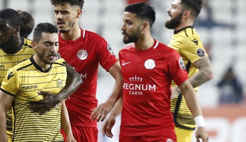 Tarık Çamdal bir yıl daha Antalyaspor'da!
