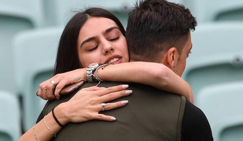 Mesut Özil'den Amine Gülşe'ye 200 bin liralık yüzük