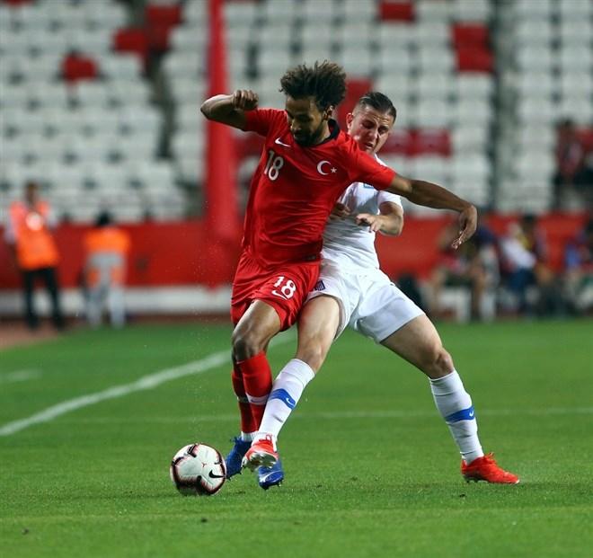 Nazım Sangare'den Antalyaspor'a 3 yıllık imza