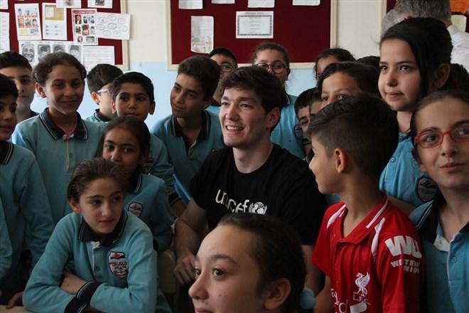 Milli basketbolcu Cedi Osman, öğrencilerle buluştu