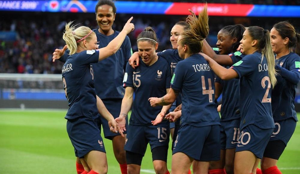 Fransa, Dünya Kupası'na kazanarak başladı