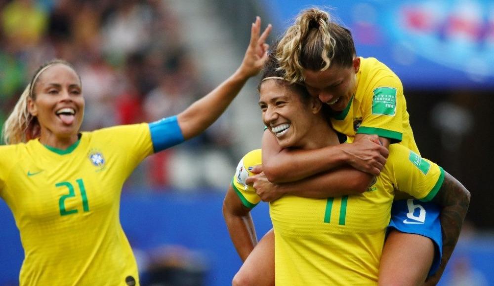 Brezilya, Jamaika'yı 3-0 ile geçti! Cristiane Silva...