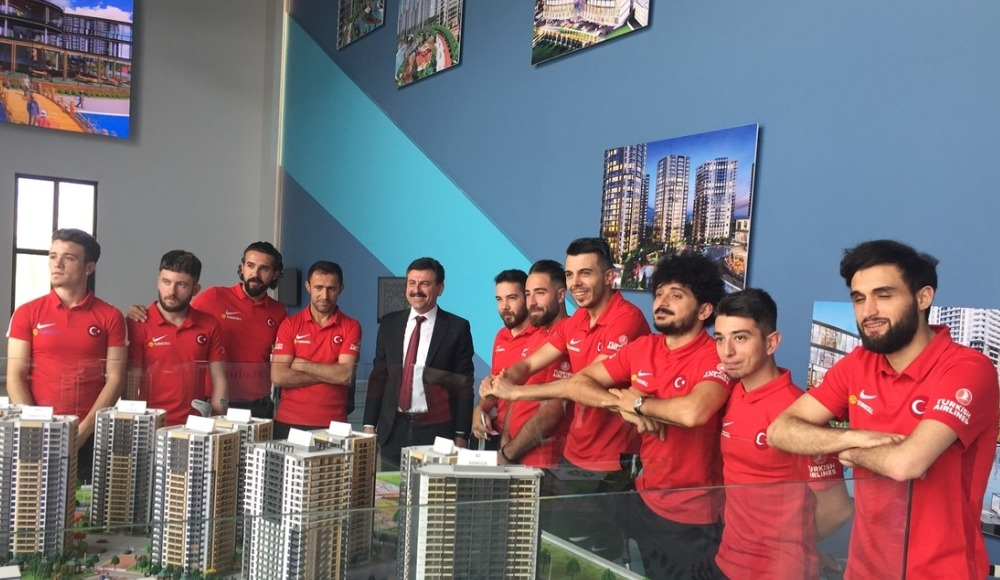 Ampute Milli Futbol Takımı'na ev hediye edildi