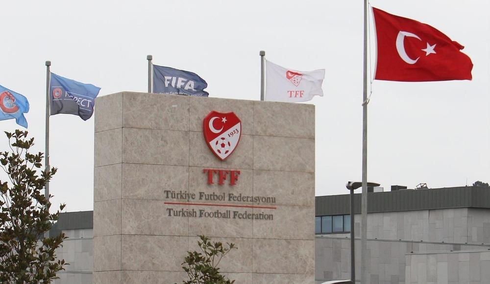 """Canlı yayında flaş sözler: """"Ülkeyi yönetirler ama Türk futbolunu yönetemezler"""""""