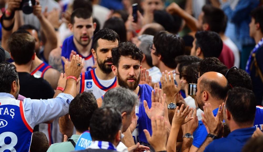 Anadolu Efes final serisinde 3-2 öne geçti!