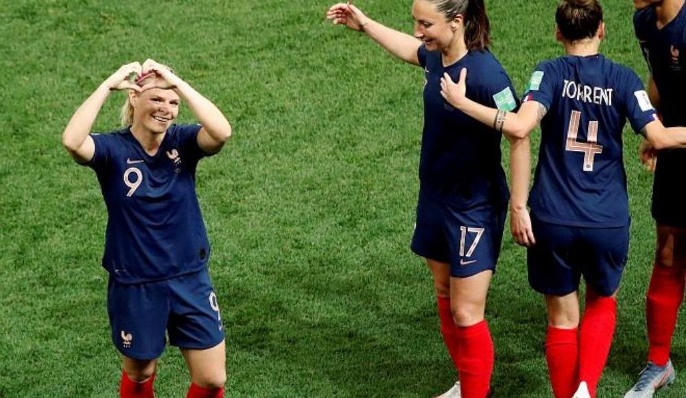 FIFA Kadınlar Dünya Kupası'nın A ve B gruplarında 4 maç yapıldı