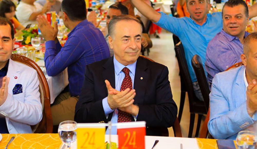 """""""Mustafa Cengiz akıllılık ediyor ve her şey iyiymiş gibi gösteriyor"""""""