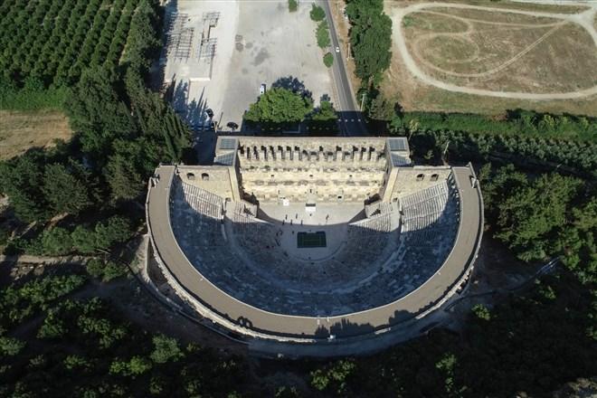 Turkish Airlines Antalya Open Turnuvası'nın sembolik açılış töreni antik tiyatroda yapıldı