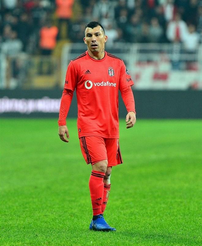 Beşiktaş, Medel için 8 milyon Euro istiyor