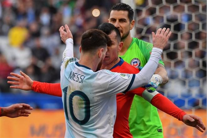 Messi kariyerinde ikinci kez kırmızı kart gördü