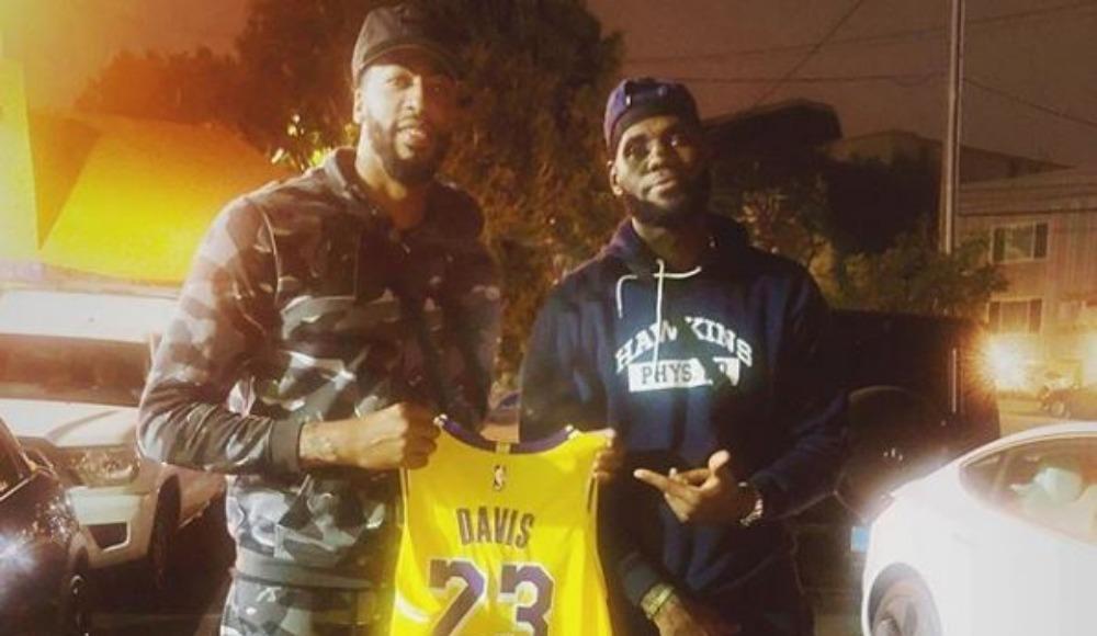 LeBron James ve Anthony Davis'in forma değişim kararına engel!
