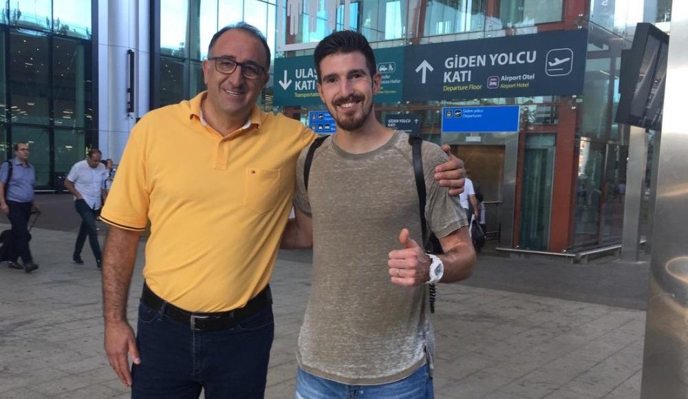 Nando De Colo, İstanbul'a geldi