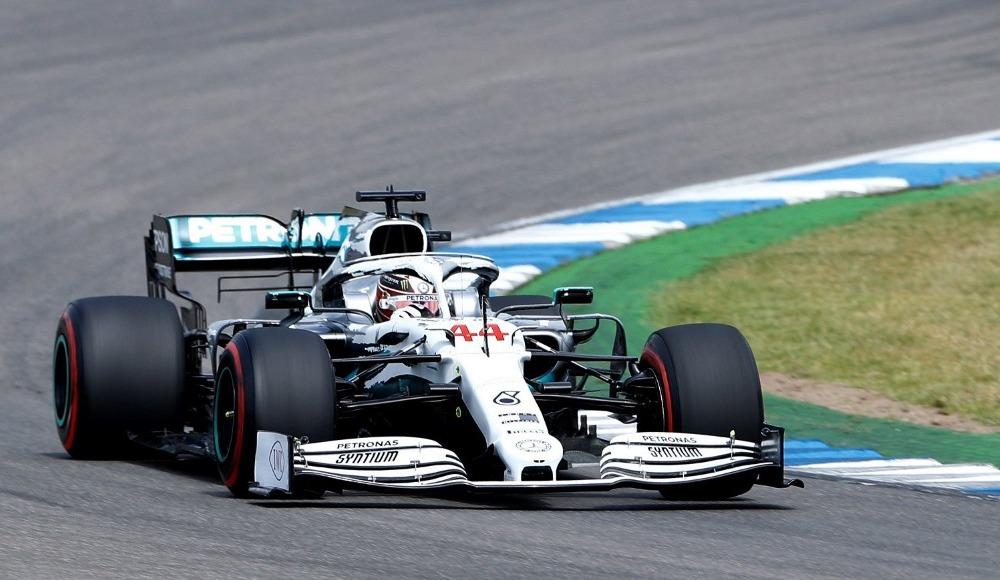 Almanya'da pole pozisyonu Hamilton'ın!