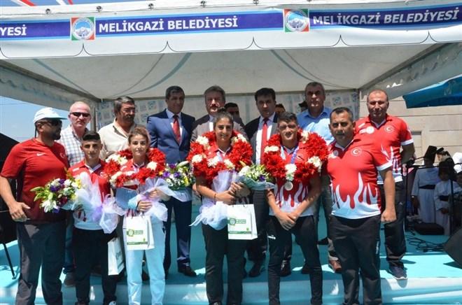 """Gençlik ve Spor İl Müdürü Murat Eskici, """"Sporcularımız bu sevinci ve gururu tekrar yaşatacaklar"""""""