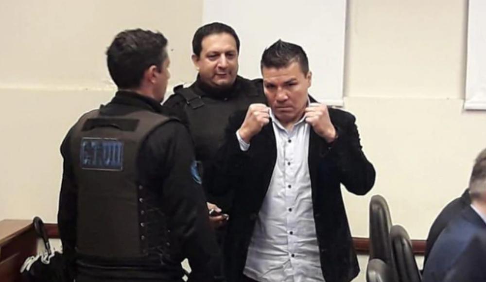 Eski boks şampiyonuna kızına ufak yaşta cinsel tacizden 18 yıl hapis cezası!