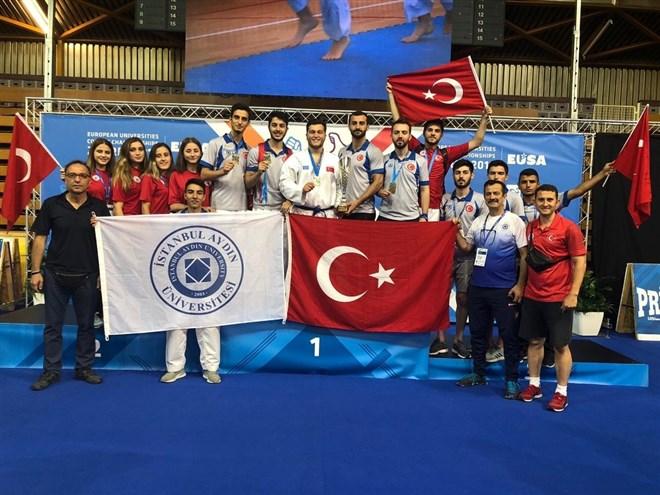 İAÜ Karate Takımı Avrupa'da üçüncü oldu