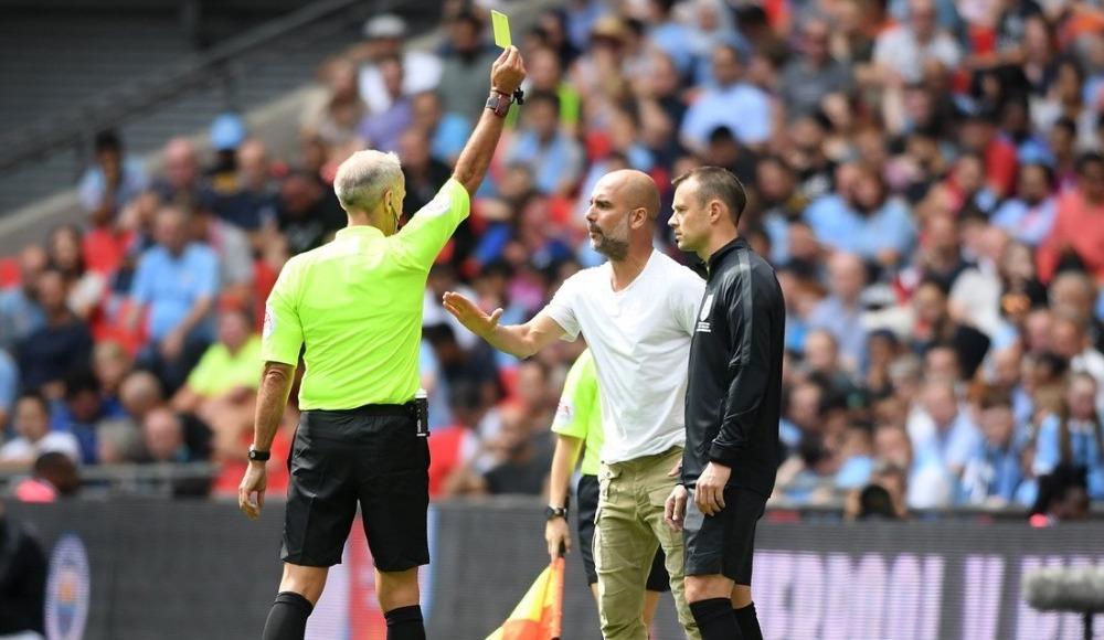Pep Guardiola, İngiltere'de sarı kart gören ilk teknik direktör oldu