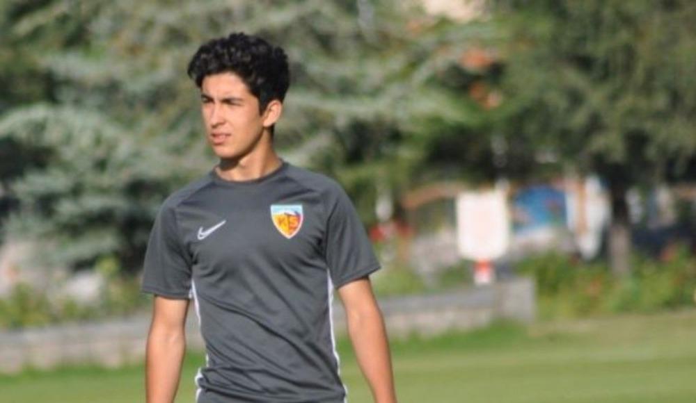 Kayserispor'da Mehmet Eray profesyonel oldu
