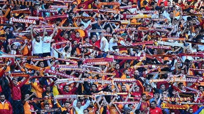 Galatasaray taraftarlarından sponsorluk tepkisi