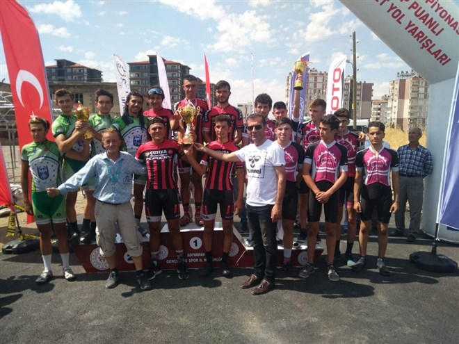 Gençlerden ikincilik kupası