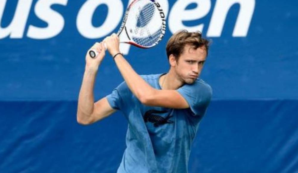 Barty ve Medvedev ikinci tura yükseldi