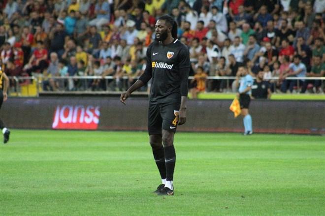 Emmanuel Adebayor ilk maçına çıktı