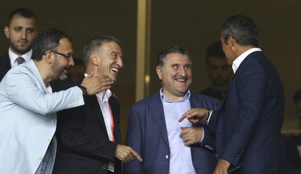 Ali Koç ve Ahmet Ağaoğlu maç öncesi bir araya geldi
