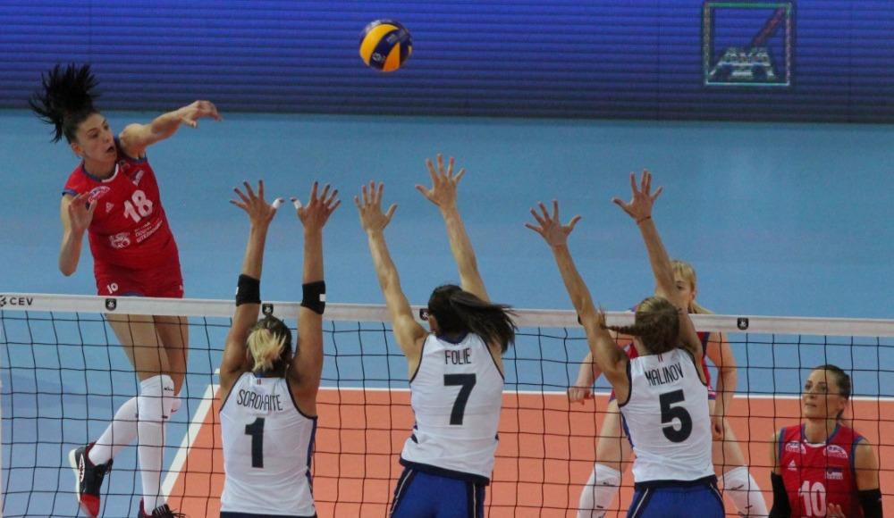 Kadınlar Avrupa Voleybol Şampiyonası'nda ilk finalist Sırbistan!