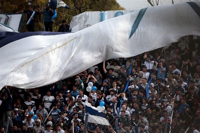 Maradona'nın antrenmanını 30 bin kişi izledi