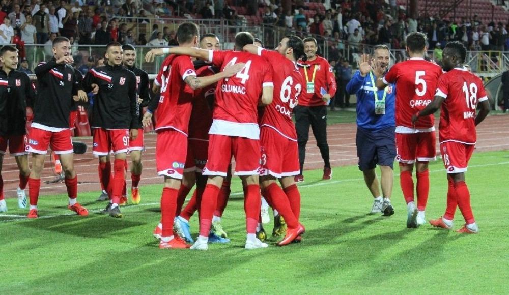 Balıkesirspor, sahasında Ümraniyespor'a şans tanımadı! 2-0