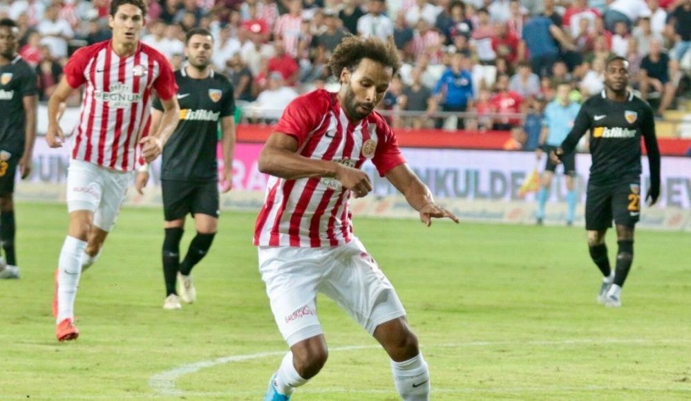 Nazım Sangare: ''Penaltı pozisyonunda emindim, elime değmedi''