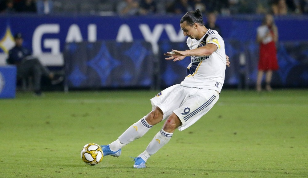 Zlatan'dan hat-trick! Kulüp tarihine geçti...