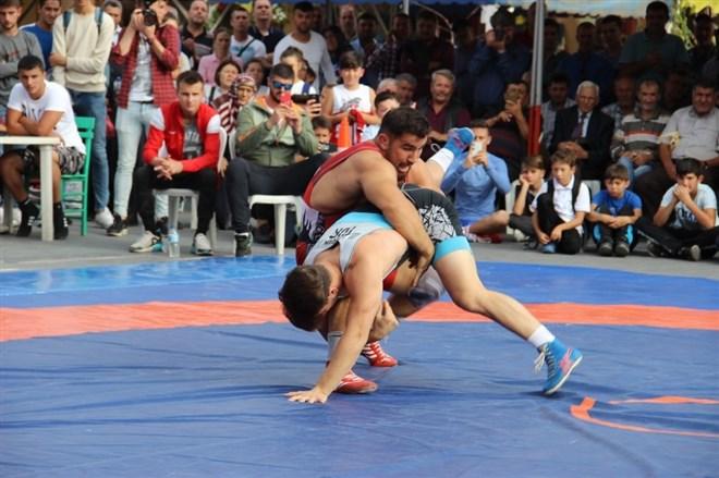 Dünya şampiyonları Çan'da güreşti